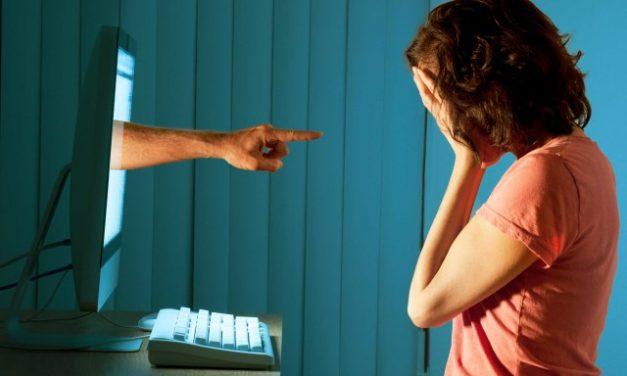 Cyberbullismo – perchè le vittime ricorrono alla chirugia estetica?