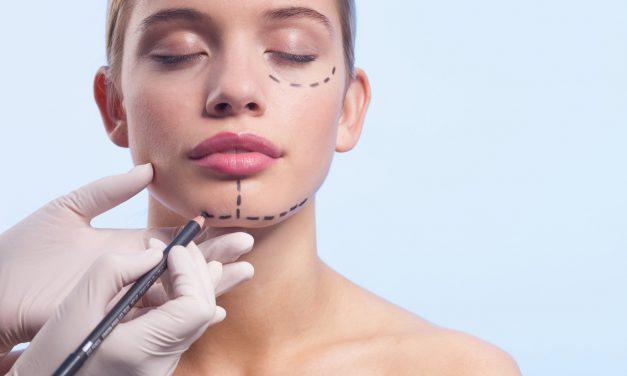 Gli adolescenti e la chirurgia estetica
