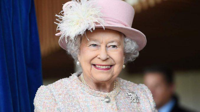 La Regina Elisabetta e la chirurgia estetica