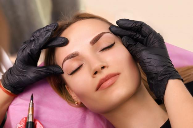 Sopracciglia perfette: dermopigmentazione o microblading?